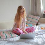 寝るときの服装で睡眠の質を上げる4つの方法